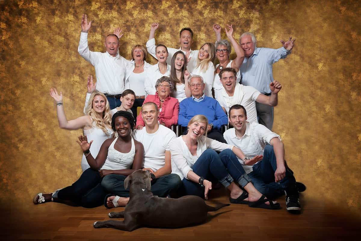 Familieportret binnen