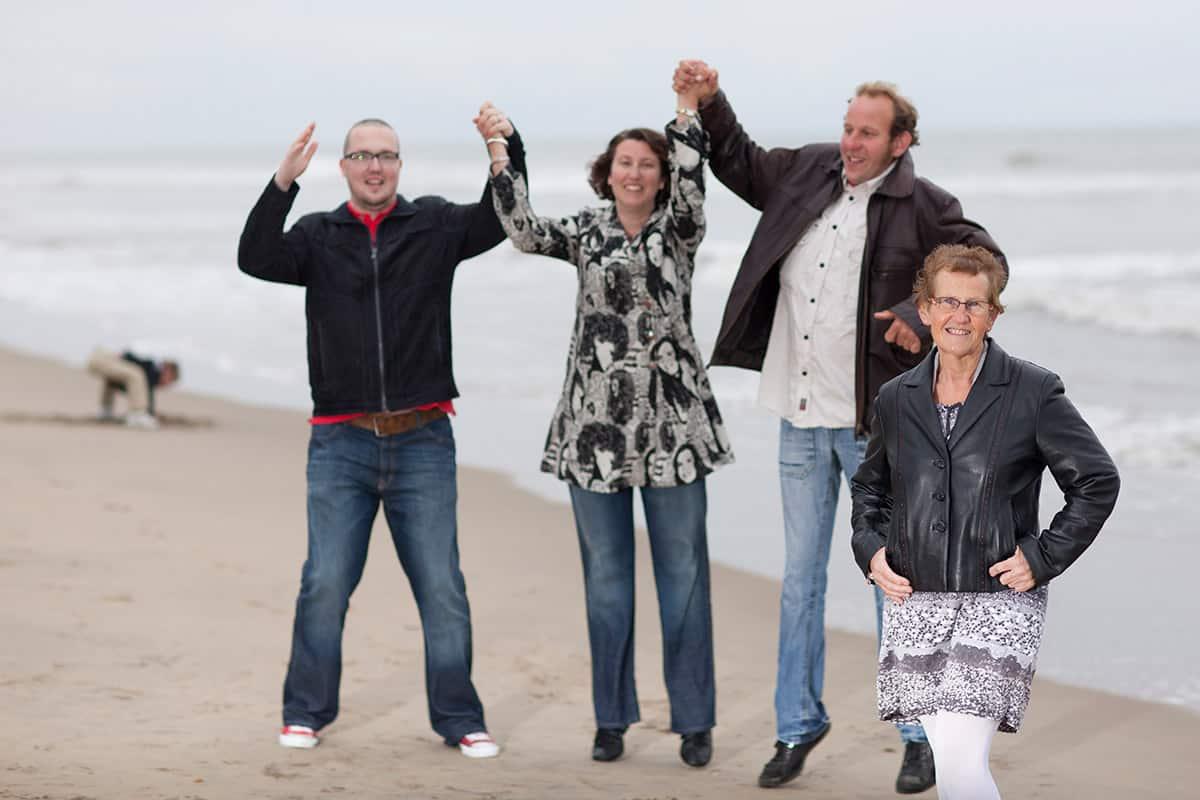 fotostudio gezinsportret fotografie gezin ouders & kinderen fotograaf strand duinen Zandvoort Noordwijk Katwijk