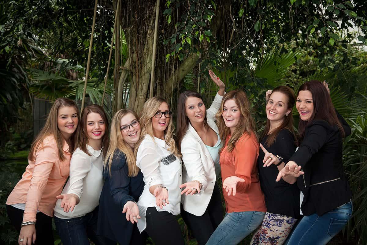 vriendinnen fotoshoot tropische kas fotograaf binnenlocatie