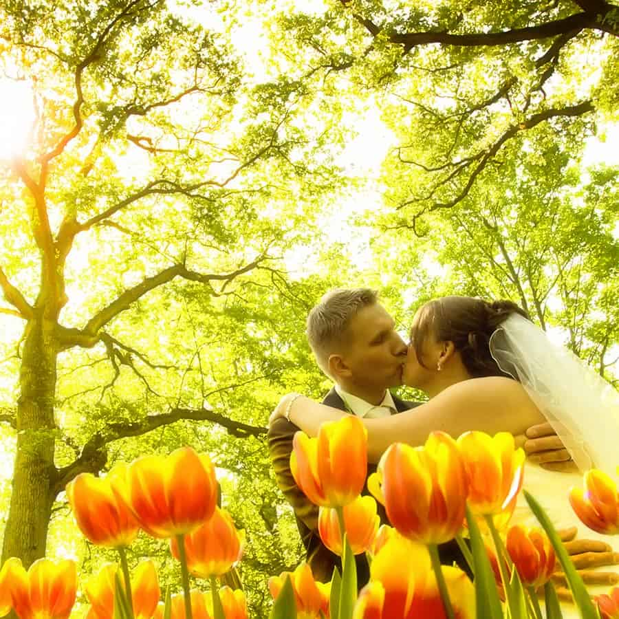 bruidsfotografie fotoshoot bruidspaar fotograaf Keukenhof