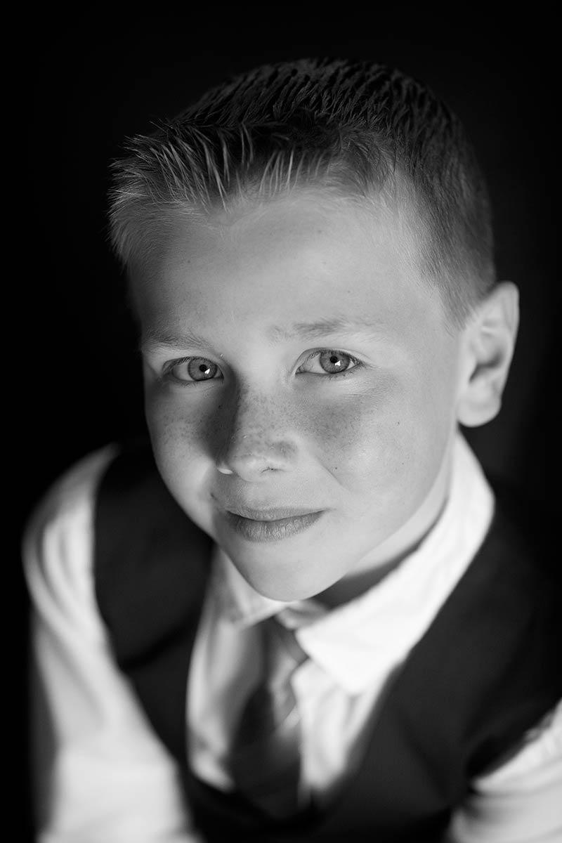 kinderportret jongensportret foto zoon fotostudio thuis fotograaf portretfoto Nieuw-Vennep