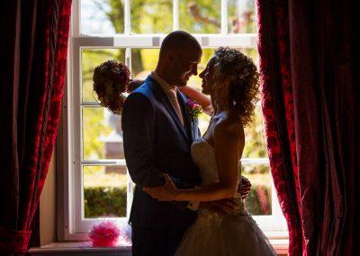 bruidspaar trouwfoto raam