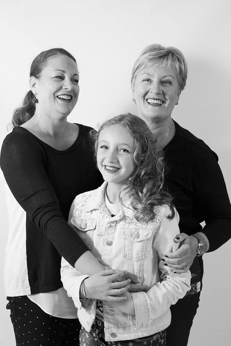 familieportret moeder dochter fotostudio Hoofddorp fotograaf